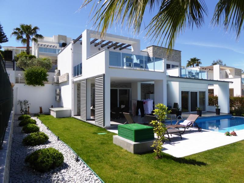 Designer Villa komplett renoviert in Side - moderner zeitloser Bauhausstil PREISSENKUNG