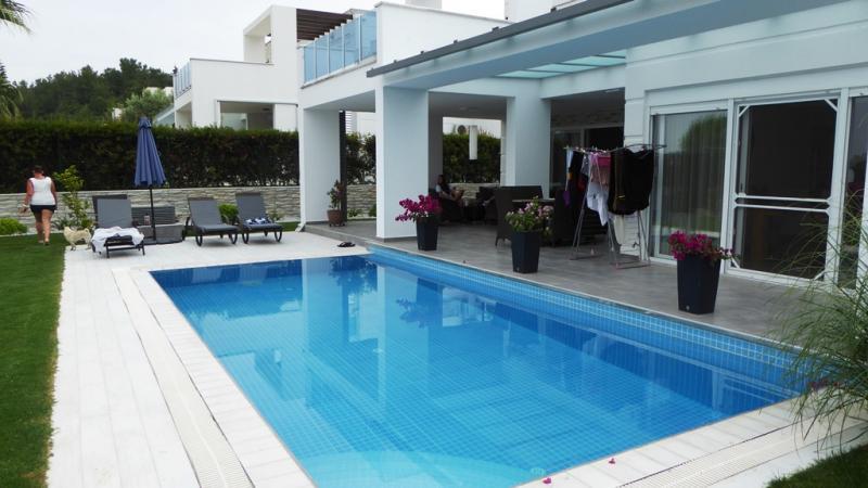 Designer Villa komplett renoviert in Side - moderner zeitloser Bauhausstil