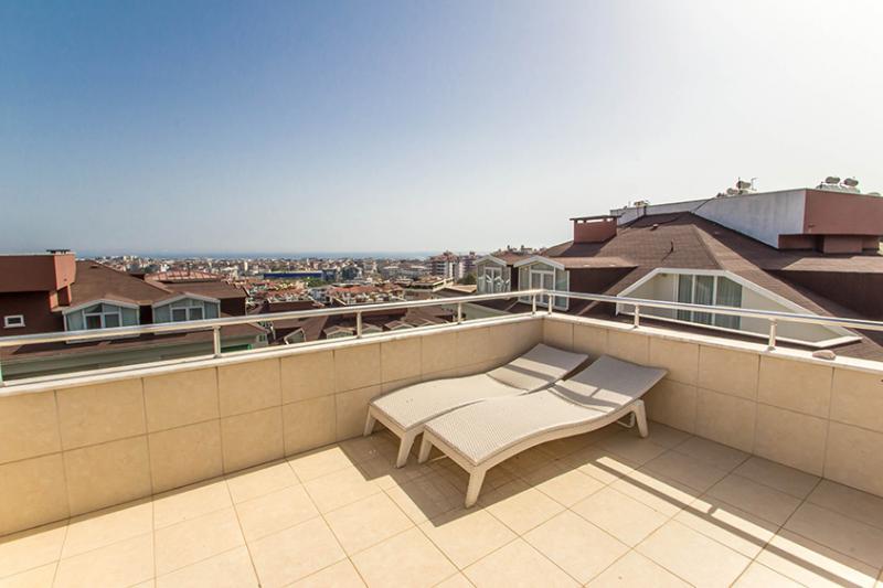 6 Zimmer Maisonetten Penthouse mit 285m² Wohnfläche im City Center von Alanya Oba