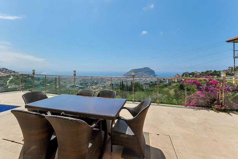 Luxusvilla mit Niveau in bester Lage mit super Panoramablick in Alanya