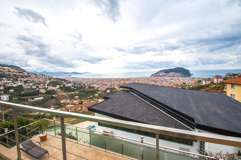 Luxuriöse, futuristische und eine der modernsten Villen Alanya Tepe PREISSENKUNG