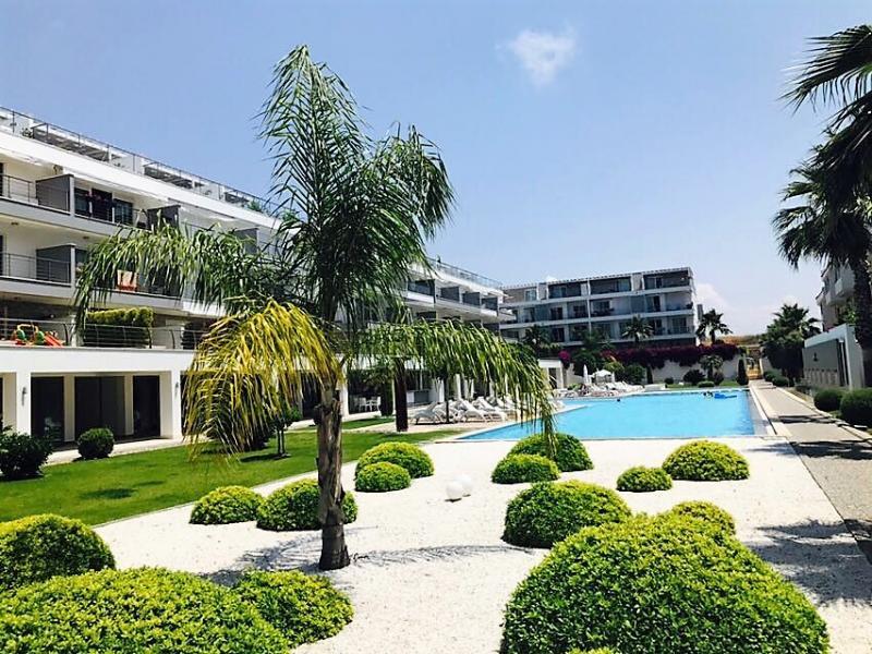 2 Schlafzimmer Luxus Wohnung mit eigenem Garten in Luxus Anlage in Side !