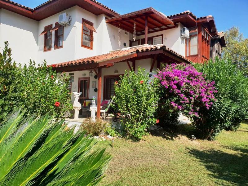 Duplex Villa in idyillischer Anlage mit eigenem Strandabschnitt - komplett saniert und renoviert!