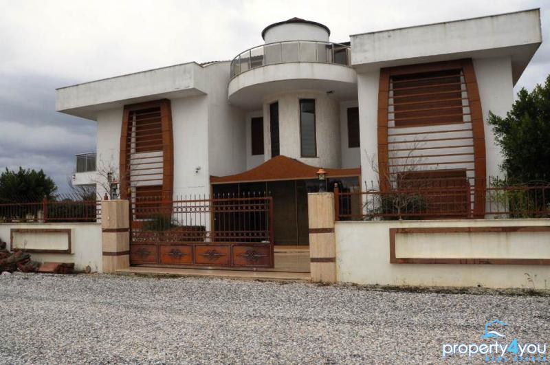 Schöne moderne Villa oberhalb von Side in ruhiger Umgebung