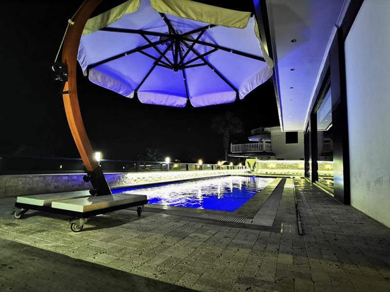 Geschmackvolle Neubau Villa in gehobener Villenregion von Alanya Tepe mit Burgbergblick