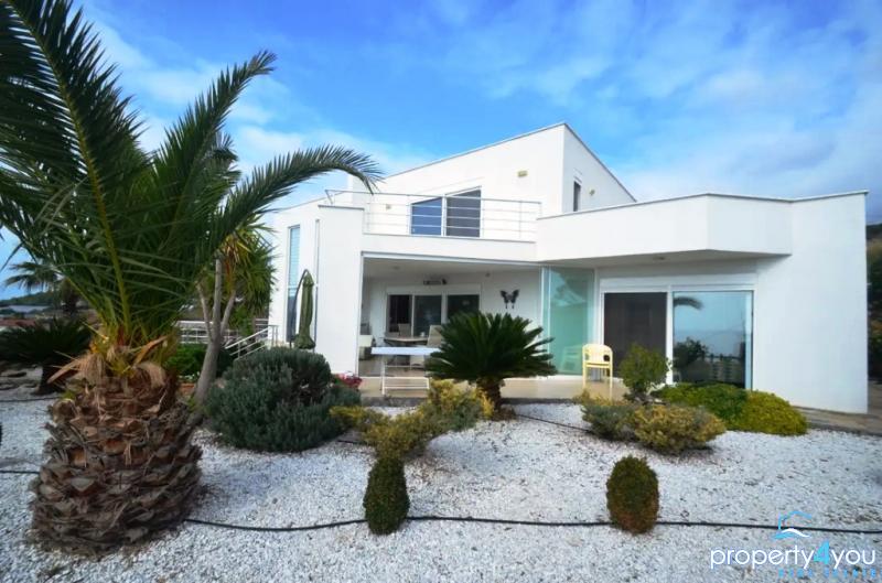 Moderne Bauhausstil - Hybrid Villa in direkter Strandnähe von Alanya - Top Objekt