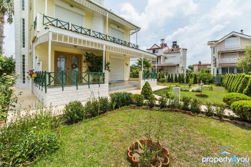 Sehr moderne freistehende Villa in Antalya Belek